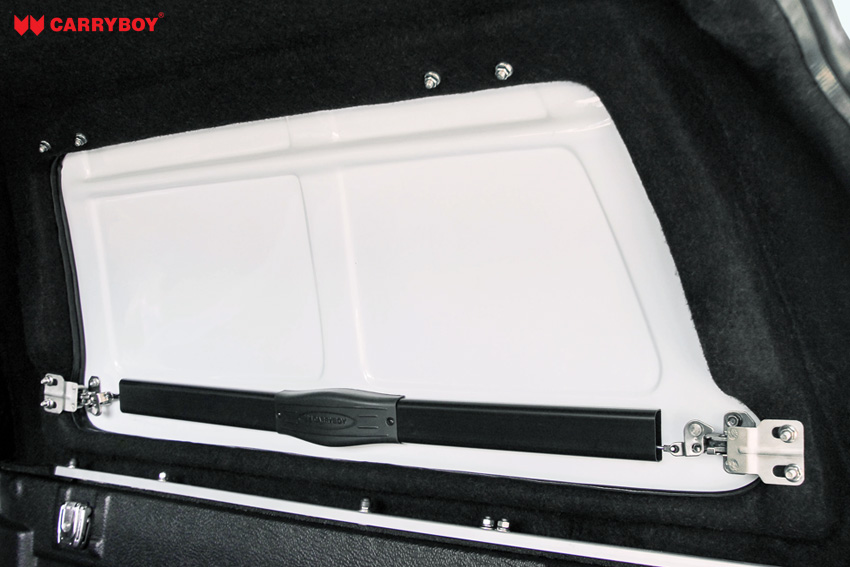 interior_side-opening-windows_fiberglass-canopy_pickup-truck_carryboy_detail_double_cab1